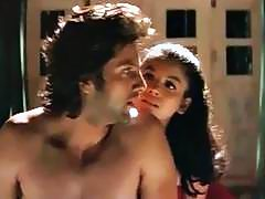 Hot Smooch Between Fardeen & Meghana,